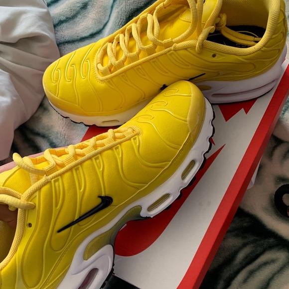 Women's Yellow Nike Air Max Plus
